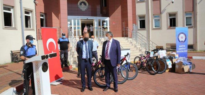 belediye-bisikletimle-trafikte-ben-de-varim-dedi-2.jpg