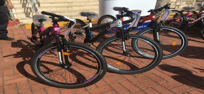 belediye-bisikletimle-trafikte-ben-de-varim-dedi-6.JPG